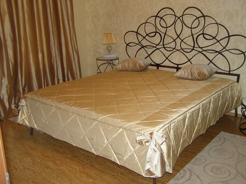 Красивые покрывала на кровать своими руками фото