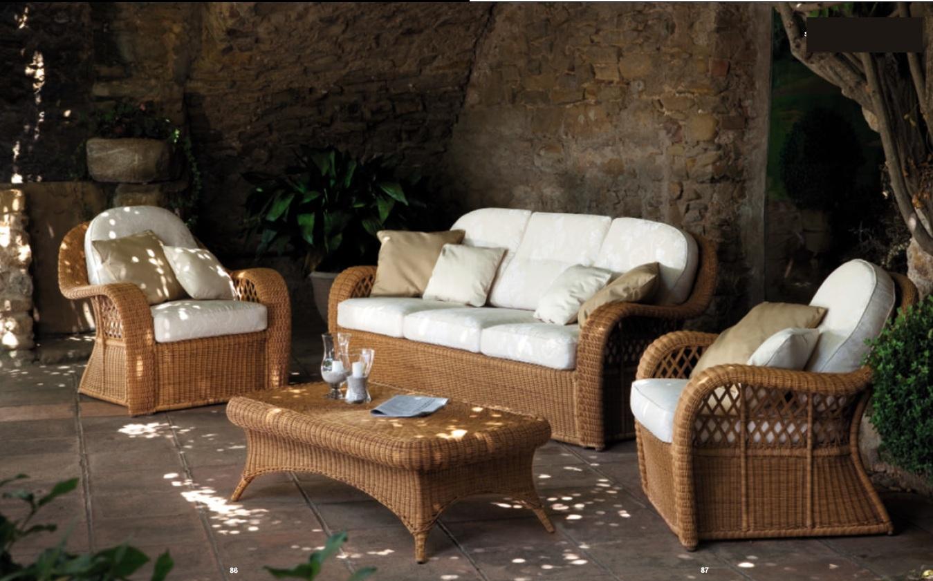 Плетеная мебель для сада из ротанга